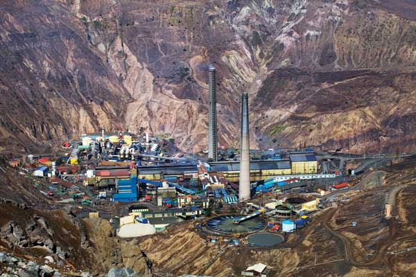 over 30 workers trapped after chilean copper mine collapse Trapped in a copper mine more than 30 workers trapped in chilean copper mine on august 5, 2010 there are 33 workers were trapped in the chilean copper mine after it collapsed.