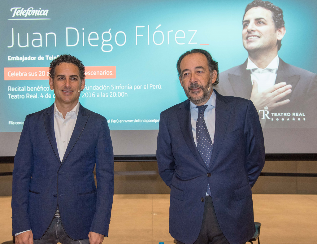 Juan Diego Florez (left), with Carlos López Blanco, Global Head, Public and Corporate Affairs at Telefónica.
