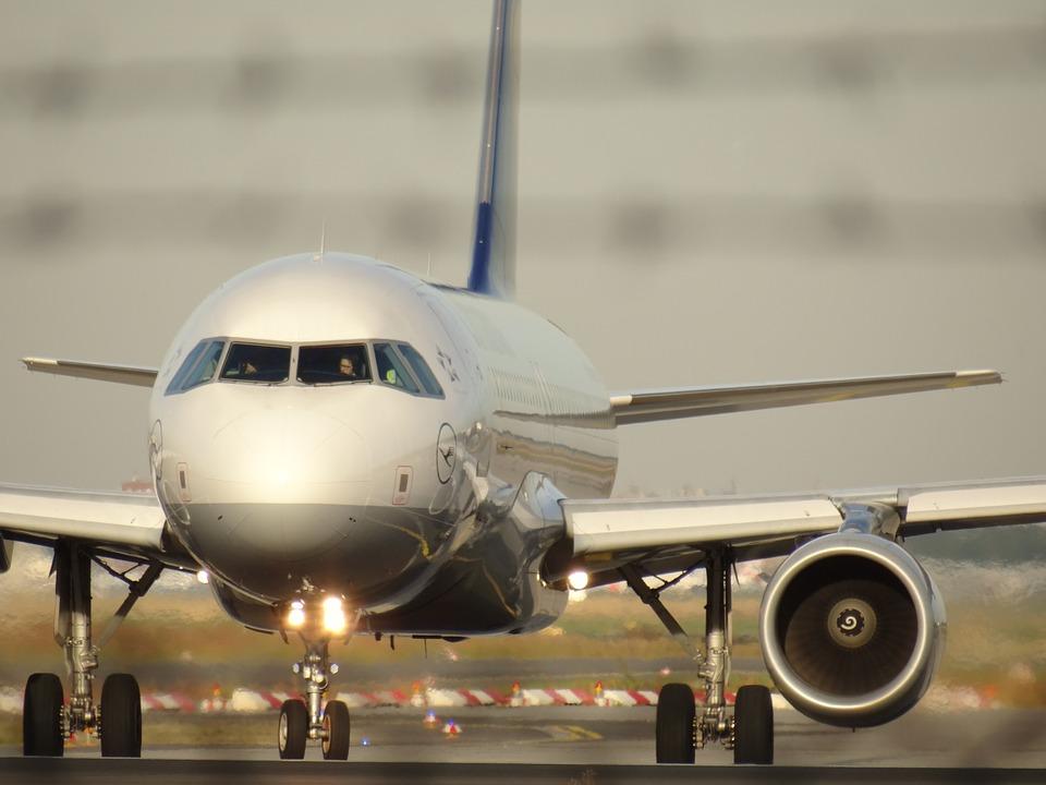 aircraft-1023968_960_720